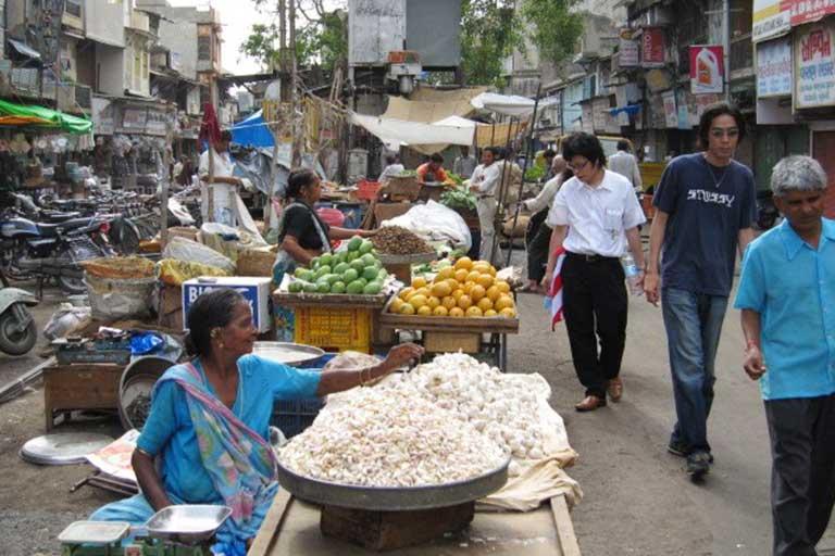 インドのフリーマーケット風景
